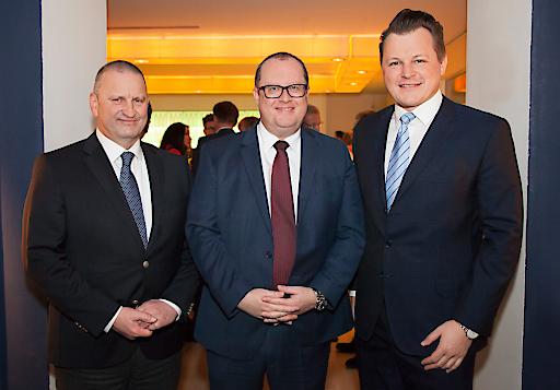Herbert Fuchs (Bundesministerium Finanzen) (Mitte) mit den RMA-Vorständen Gerhard Fontan (li.) und Georg Doppelhofer (re.)