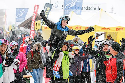 Trotz dichter Schneefälle ungebrochen gute Stimmung: Fun & Action für die tausenden Teilnehmer am Antenne SchulSkiTag 2019
