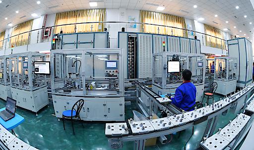 """CASIC und SIEMENS bauen gemeinsam einen Modellraum einer intelligenten Fabrik in Deutschland. Weiterer Text über ots und www.presseportal.de/nr/130310 / Die Verwendung dieses Bildes ist für redaktionelle Zwecke honorarfrei. Veröffentlichung bitte unter Quellenangabe: """"obs/China Aerospace Science & Industry Corporation/CASIC"""""""