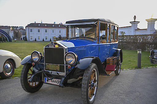 Gewinnerfahrzeug des Concours de Nonchalance im Rahmen der Präsentation des Oldtimer Guide 2019 - DORT Touring Baujahr 1922
