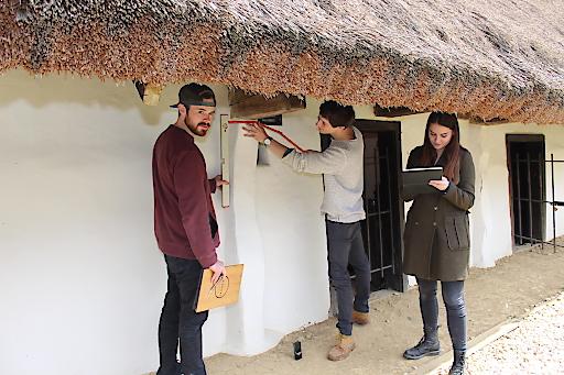 Studierende der TU Wien bei der Erarbeitung der Dokumentation