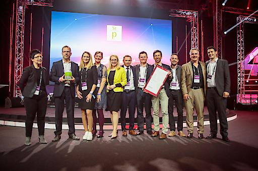 """Verleihung des Staatspreises Digitalisierung in der Kategorie """"Digitale Transformation"""" an CUBES GmbH für """"CUBES""""."""