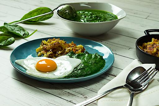 Wie eine aktuelle Studie im Auftrag von iglo Österreich zeigt, kommt bei mehr als der Hälfte der Österreicher am Gründonnerstag Spinat auf den Teller, meist klassisch als Cremespinat mit Spiegelei und Erdäpfeln.