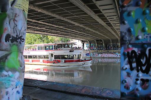 Street Art am Donaukanal mit dem Schiff genießen