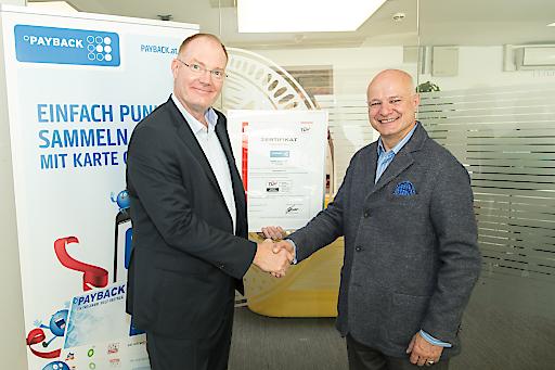 """PAYBACK """"TÜV Trusted Application"""": Arno Lippmann, Leiter TÜV Trust IT (li.), und Walter H. Lukner, PAYBACK Österreich Geschäftsführer (re.)"""