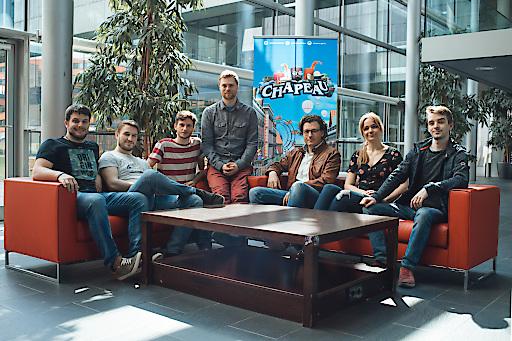Florian Jindra (Mitte) mit dem Entwicklerteam von Chapeau (Salt Castle Studios) © FH Salzburg / A. Hadaier