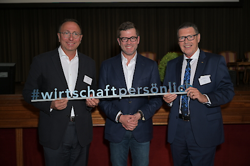 v.l.n.r.: Initiator Markus Gruber (GPK), Bundesminister a.D. Karl-Theodor zu Guttenberg und Initiator Alfons Helmel (ÖCV Wirtschaftsclub)