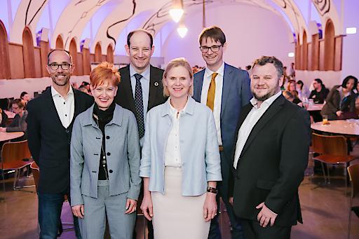 https://www.apa-fotoservice.at/galerie/18175 Bernd Hufnagl (Benefit GmbH), Andrea Schmölzer (BMBWF), Andreas Schneider (BKA/Sektion Frauen, Familie und Jugend), Sophie Beernaerts (Europäische Kommission), Ernst Gesslbauer (OeAD-GmbH) und Marco Frimberger (Interkulturelles Zentrum).
