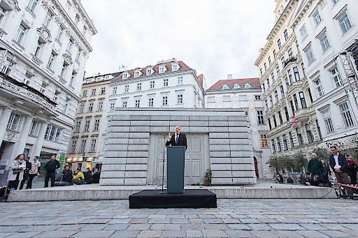 https://www.apa-fotoservice.at/galerie/18772 Wien im Bild: Timothy Snyder bei der Rede an Europa + Publikum