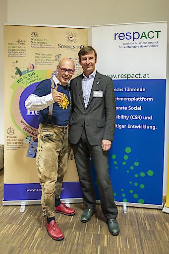SONNENTOR-Gründer Johannes Gutmann & respACT-Vizepräsident sowie Geschäftsführer der Vöslauer Mineralwasser GmbH, Herbert Schlossnikl bei der gemeinsamen Veranstaltung zu Klimaschutz