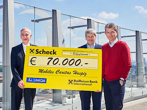 Raiffeisen Bank International und UNIQA Österreich unterstützen seit 2004 das Mobile Caritas Hospiz. Über eine Million Euro wurden in den vergangenen 15 Jahren für die Begleitung und Betreuung von Menschen am Ende ihres Lebens gespendet.