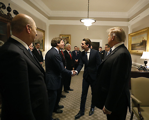 Botschafter Traina begrüßt Kanzler Kurz vor dem Treffen mit Präsident Trump; 20. Februar 2019, White House