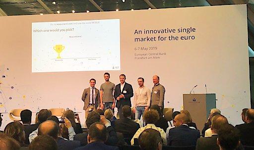 Das Team rund um Christian Pirkner, CEO Blue Code International AG, freut sich über den Gewinn des EZB-Hackathons.