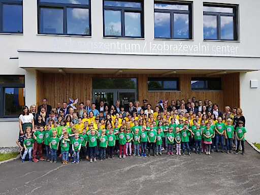"""Mit dem Bildungszentrum Ludmannsdorf/ Bilčovs ist ein Projekt aus dem Programm """"Mustersanierung"""" des Klima- und Energiefonds in Kooperation mit dem Bundesministerium für Nachhaltigkeit und Tourismus (BMNT) nun fertiggestellt worden."""