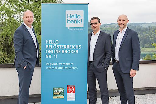Robert Ulm, CEO Hello bank!, Markus Niederreiner, stellvertretender CEO Hello bank!, und Walter Larionows, Head of Sales & Customer Relations Hello bank!, (v. l. n. r.) beim 16. B2B-Kongress der Hello bank! am Fuschlsee.