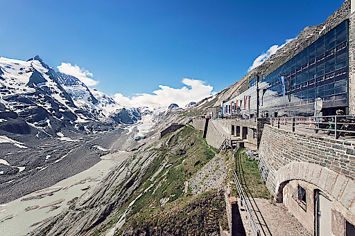 Kaiser-Franz-Josefs-Höhe (2.369 m) mit Blick auf Großglockner (3.798 m) und Pasterzen-Gletscher.