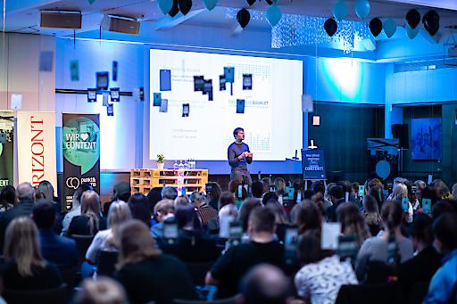 Keynote-Speaker Fionn Kientzler von der Content-Marketing-Agentur Suxeedo verdeutlichte anschaulich, wie emotionale User-Experience zu mehr Conversions führt.
