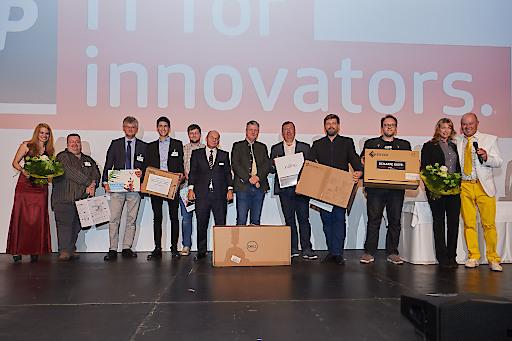 Die glücklichen Gewinner der IT-Tombola beim ACP Forum in Salzburg, am Donnerstag, dem 23. Mai. Mehr als 350 Teilnehmer informierten sich vor Ort über die neuesten Entwicklungen der weltweit führenden IT-Hersteller.