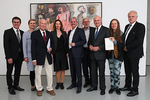 https://www.apa-fotoservice.at/galerie/16884 Im Bild v.l.n.r.: Erwin Krammer (Vizebürgermeister der Stadt Krems),Julia Flunger-Schulz (Geschäftsführerin der Kunstmeile Krems), Peter Baum (Künstler der Ausstellung), Elisabeth Voggeneder (Direktorin des Forum Frohner), Karl Wilfing (Präsident des Niederösterreichischen Landtages), Joachim Rössl (Präsident der Adolf Frohner Privatstiftung), Erwin Pröll (Landeshauptmann von Niederösterreich a.D.), Brigitte Borchhardt-Birbaumer (Kunsthistorikerin), Reinhard Resch (Bürgermeister der Stadt Krems)
