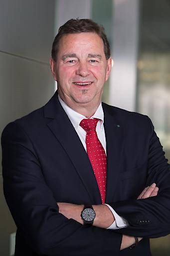 """Univ.-Prof. Dr. Wilfried Sihn: """"Neben aktuellen Themen wie Big Data oder neue Geschäftsmodelle, stellen wir den Menschen in den Mittelpunkt unseres diesjährigen Technologieforums."""""""