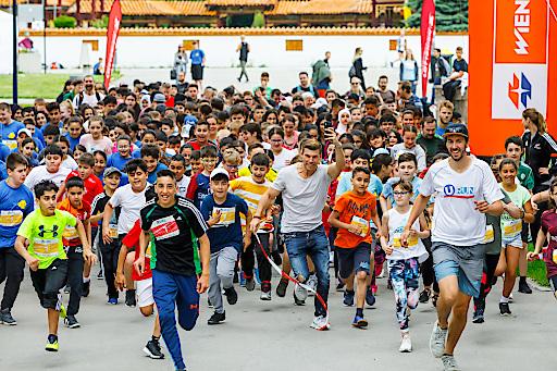 1.500 Schüler*innen startetet heuer beim U-RUN for Kids im Wiener Donaupark. Mit dabei auch Runtatsic-Gründer Florian Gschwandtner.