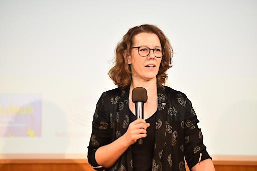 Bildungsministerin Dr. Iris Eliisa Rauskala bei der Keynote im Kuppelsaal der Wiener Urania.