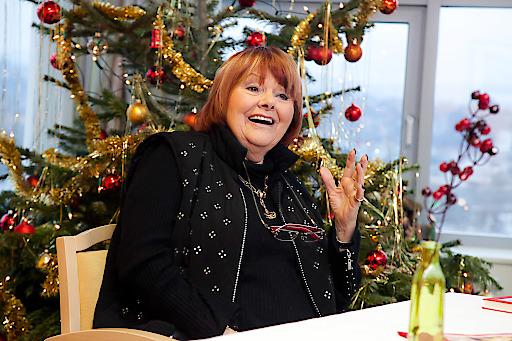 30 Jahre lang besuchte Elfriede Ott mit ihren künstlerischen Freunden am Heiligen Abend das Haus der Barmherzigkeit und schenkte chronisch kranken BewohnerInnen wunderschöne Momente.