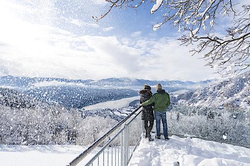 Bei einer winterlichen Wanderung durch die malerische See- und Berglandschaft darf ein Ausflug zum Sternenbalkon nicht fehlen