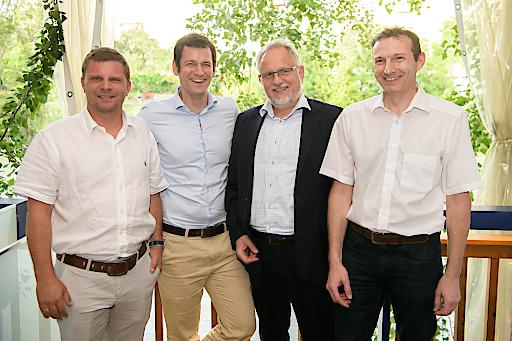 Im Bild v.l.n.r.: Günter Kaminger, Clemens Prerovsky, Alexander Falchetto und Gerald Innerwinkler (alle APA-IT) beim APA-IT-Sommerfest.