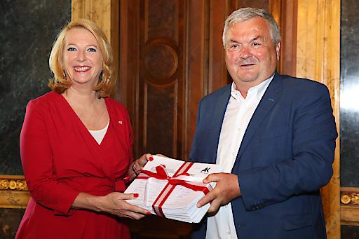 https://www.apa-fotoservice.at/galerie/19015 Im Bild: Zweite Präsidentin d. Nationalrates Doris Bures und AK OÖ Präsident Dr. Johann Kalliauer