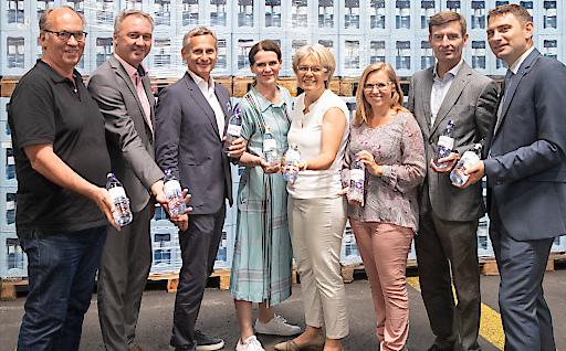 Die nachhaltige Flasche wurde erst vor wenigen Tagen bei der feierlichen Eröffnung der neuen Glasabfüllanlage am Standort präsentiert.