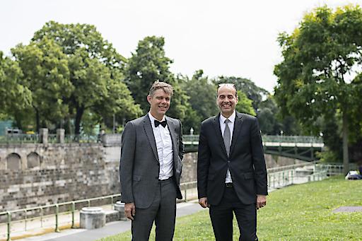 Österreichs höchstdotierte Wissenschaftspreise sind vergeben: Die internationale Fachjury des Wissenschaftsfonds FWF zeichnet den Historiker Philipp Ther (Bild links) und den Mikrobiologen Michael Wagner (Bild rechts) mit dem Wittgenstein-Preis 2019 aus.
