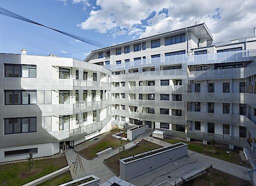 Insgesamt sind 142 Wohnungen, drei Geschäftslokale und ein Büro entstanden. Besonders hervorzuheben ist der Sozialaspekt, da der Mietzins leistbar geblieben ist und dadurch die Altmieter bleiben konnten.