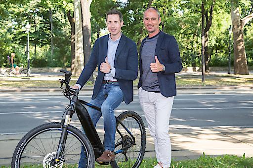 https://www.apa-fotoservice.at/galerie/18919 Im Bild v.l.n.r.: Thorsten Schmitz (Geschäftsführer Intersport Austria GmbH) und David Tews (Ressortleiter Marketing Intersport Austria GmbH und Intersport Deutschland eG)