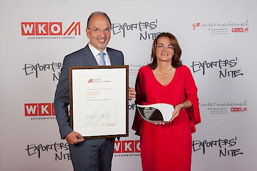 KommR DI Peter Malata und Mag. Daniela Malata freuen sich über die hohe Auszeichnung – eine Anerkennung für das internationale Engagement von W&H.