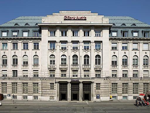 Noch ist das altehrwürdige Gebäude am Wiener Schottenring nicht eingerüstet. Das geschichtsträchtige Gebäude wird in den kommenden Monaten eine Komplettsanierung erfahren.