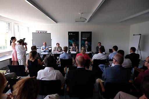 während der Pressekonferenz anlässlich der Unterzeichnung des Verschmelzungsvertrags zwischen Silicon Austria Labs (SAL) & Carinthian Tech Research (CTR)