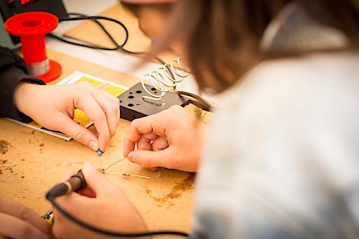 Bei spannenden Mitmachstationen können die Mädchen Erfolgserlebnisse sammeln