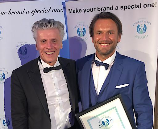 """Harald Kitz als """"Health & SPA Persönlichkeit Europas"""", ausgezeichnet bei den European Health & SPA Awards am 25. Juni 2019 in Wien Im Bild (von links nach rechts): Norbert Hintermayer (European Health & SPA Awards) und Harald Kitz Fotocredit: www.haki.cc"""