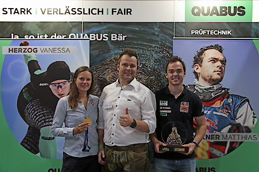 von links nach rechts Vanessa Herzog (Weltmeisterin 2019 über 500 m), QUABUS GF Christoph Hofstadler und Matthias Walkner (Rallye Dakar Sieger 2018 und 2. Platz Rallye Dakar 2019). QUABUS ist ein wertvoller, verlässlicher Sponsoring Partner und gratuliert den beiden österreichischen Sportgrößen zu ihren sportlichen Erfolgen.
