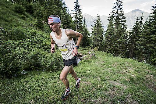 Anton Palzer (GER) auf dem Weg zum Sieg im 15K Run.
