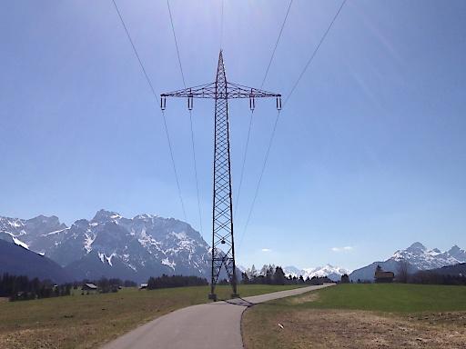 best connect fordert die Wiedereinrichtung der deutsch-österreichischen Strompreiszone.