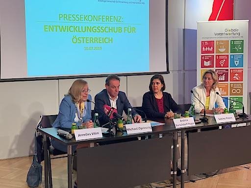 """Pressekonferenz """"Entwicklungsschub für Österreich"""""""