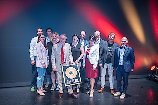 Verabschiedung des Altpräsidenten Christian Mutschlechner, durch die Verleihung einer goldenen Schallplatte vom ACB Vorstand