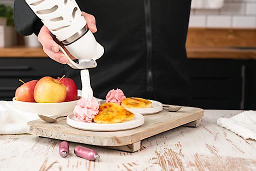 Gegrillte Apfelringe mit iSi Beerenschaum -Zubereitung mit dem iSi Dessert Whip