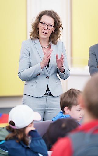 Bundesministerin Iris Rauskala besucht Kinderuni Tag am IST Austria