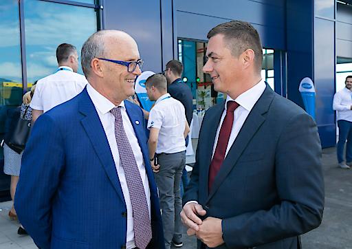 Unternehmensinhaber und Geschäftsführer Hans Georg Hagleitner im Gespräch mit Jastrebarskos Bürgermeister Zvonimir Novosel (v. l. n. r.)