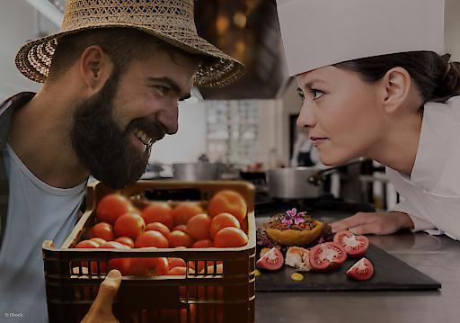 Beim HOGAST.REGIO-Genusspreis machen Landwirte und Gastwirte gemeinsame Sache. Mit der eigens gestalteten Trophäe sollen besonders kreative Teams ausgezeichnet werden, die aus regionalen Lebensmitteln neuartige Speisen kreieren.