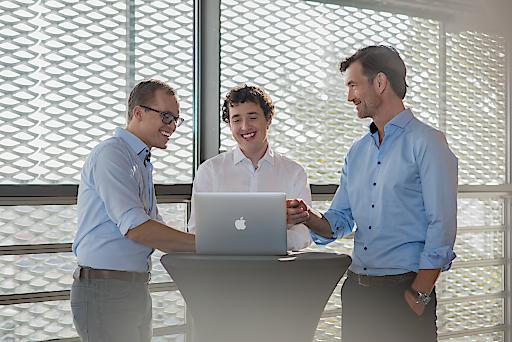 """Martin Behrens, Sebastian Gierlinger und Lukas Keller (v.li.) starten mit der Self Service Version von presono die """"Next Generation of Presentation"""""""