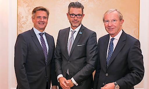 Generaldirektor Mag. Dr. Günther Reibersdorfer, Michael Kretz, GF der Bezirksblätter Salzburg und Landeshauptmann Dr. Wilfried Haslauer. (v.l.)